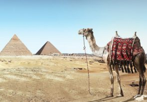How to plan a round the world trip Pixabay royalty free image of Pyramids in Egypt