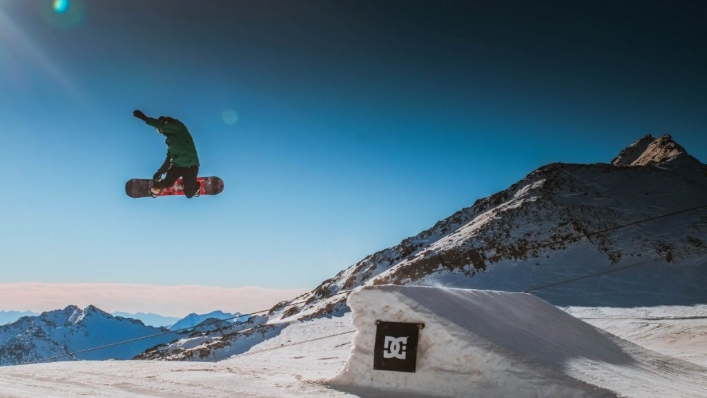 Freestyle a popular type of snowboarding snowboarding royalty and copyright free image by pxhere