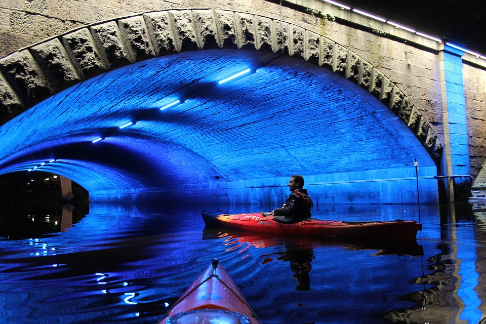 10 safety tips for night kayaking How to canoe safely in the dark Pixabay Royalty free image