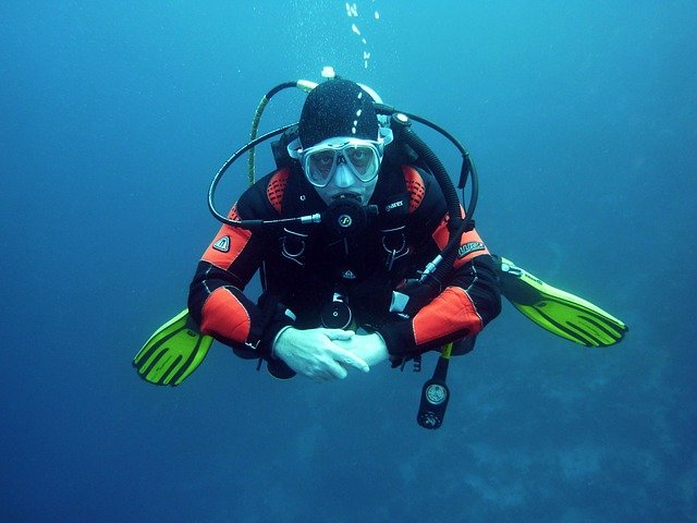 Guide to buying a BCD for scuba diving Best Buoyancy Control Device pixabay royalty free image