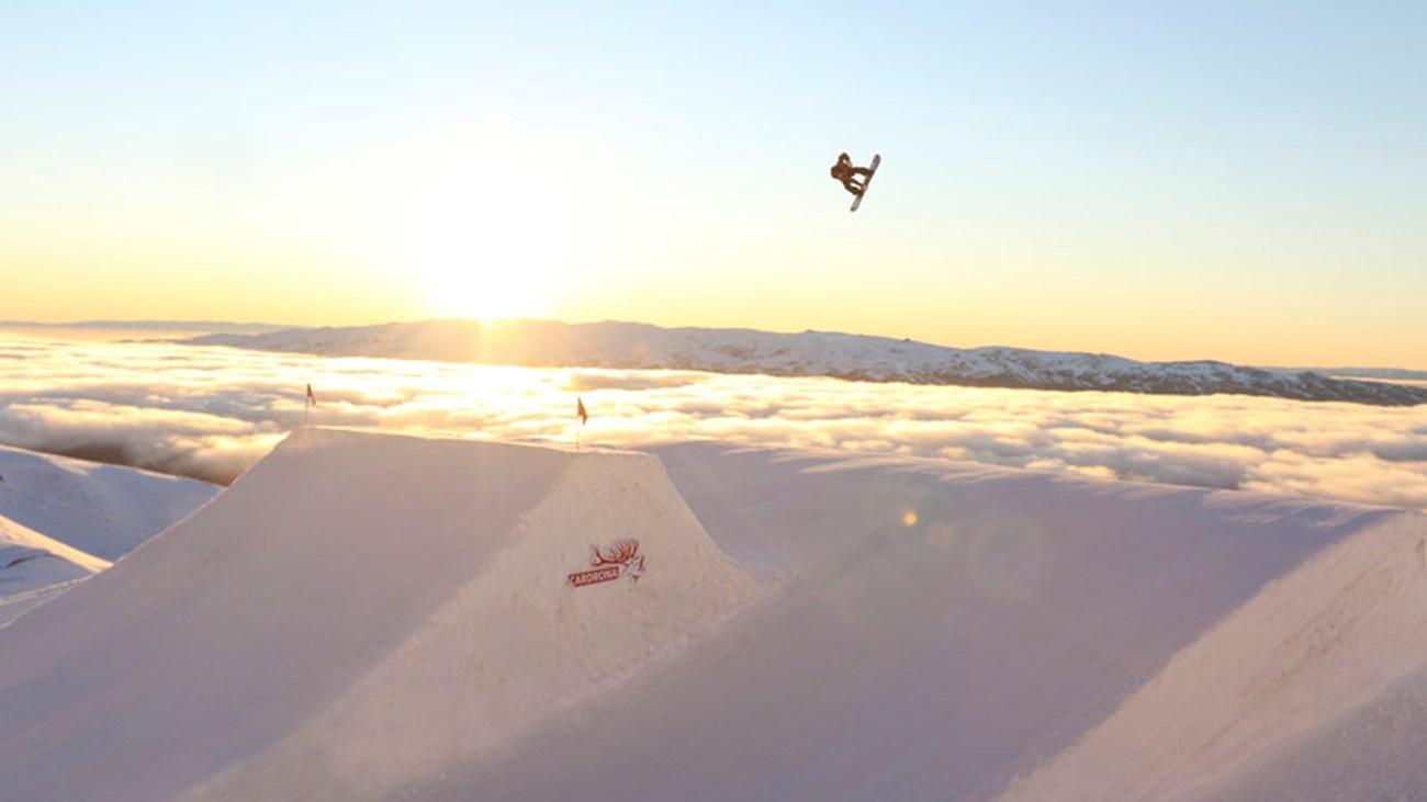 Cardrona one of the best NZ ski resorts for New Zealand snowboarding holidays rsz_carlos_garcia_knight_big_air