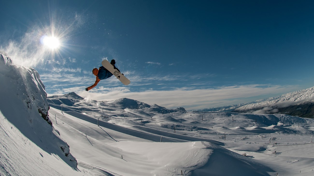 best NZ ski resorts for New Zealand snowboarding holidays stef-zeestraten-at-cardrona-alpine-resort