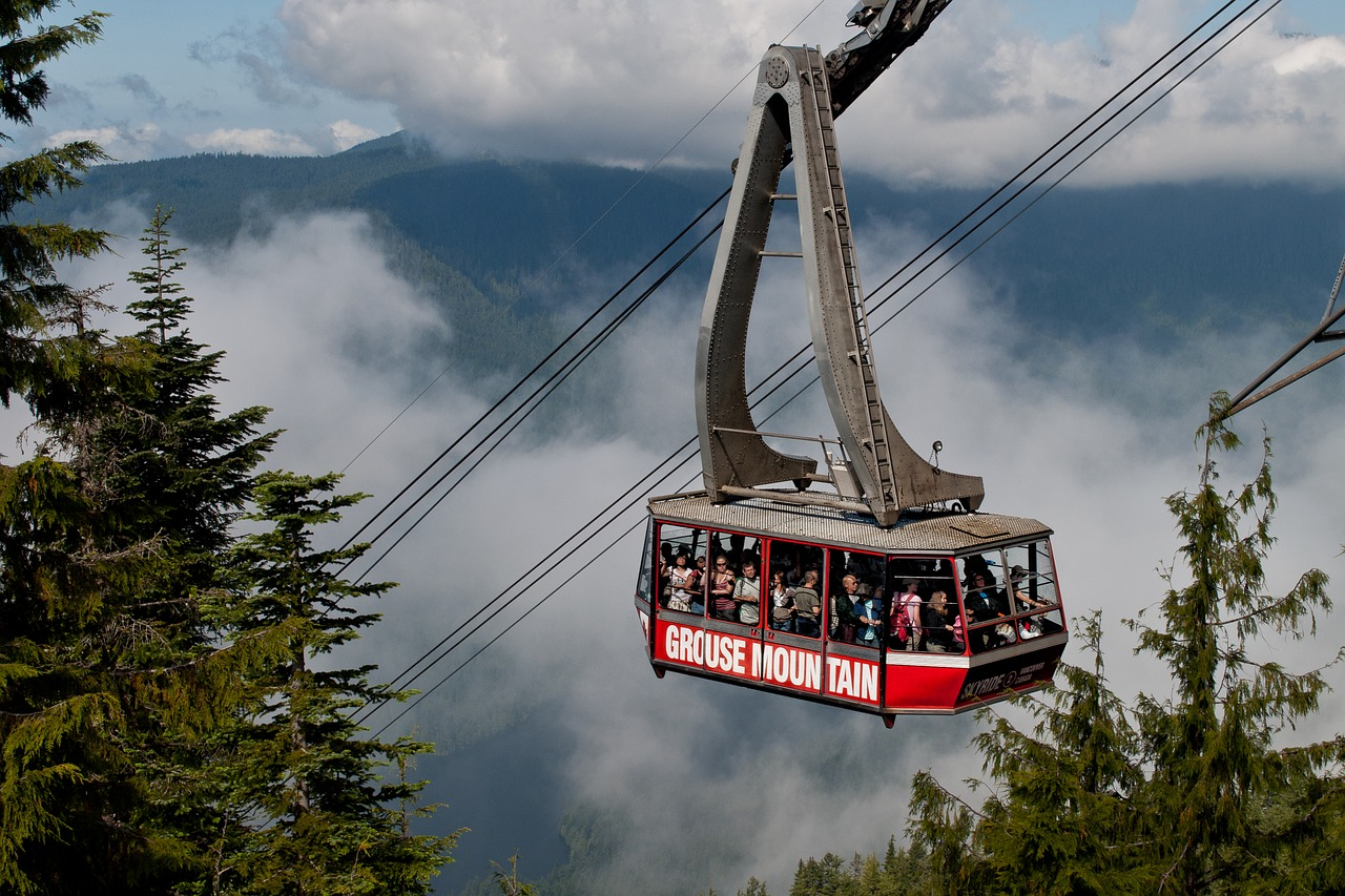 Guide to Vancouver snowboarding holidays grouse Mountain cable car pixabay royalty free image (2)