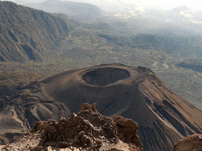 Mount Meru great Alternative to trekking Kilimanjaro wiki commons CC image by Christoph Buser