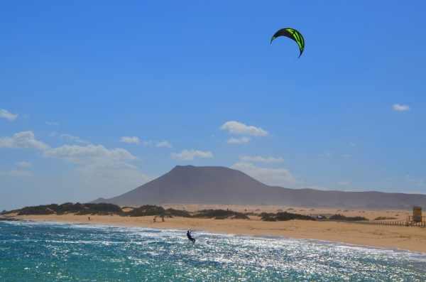 Guide to Fuerteventura kitesurfing holidays on a budget Flickr CC image by praktyczny.przewodnik