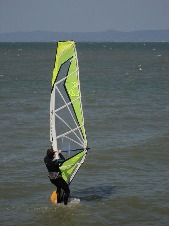 Guide to windsurfing in California San fran Bay San Mateo County Wikimedia CC image by GalliBM