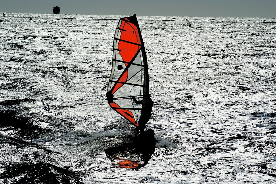 Some of the 11 best cali windsurf spots are in San Francisco Pixabay royalty free image