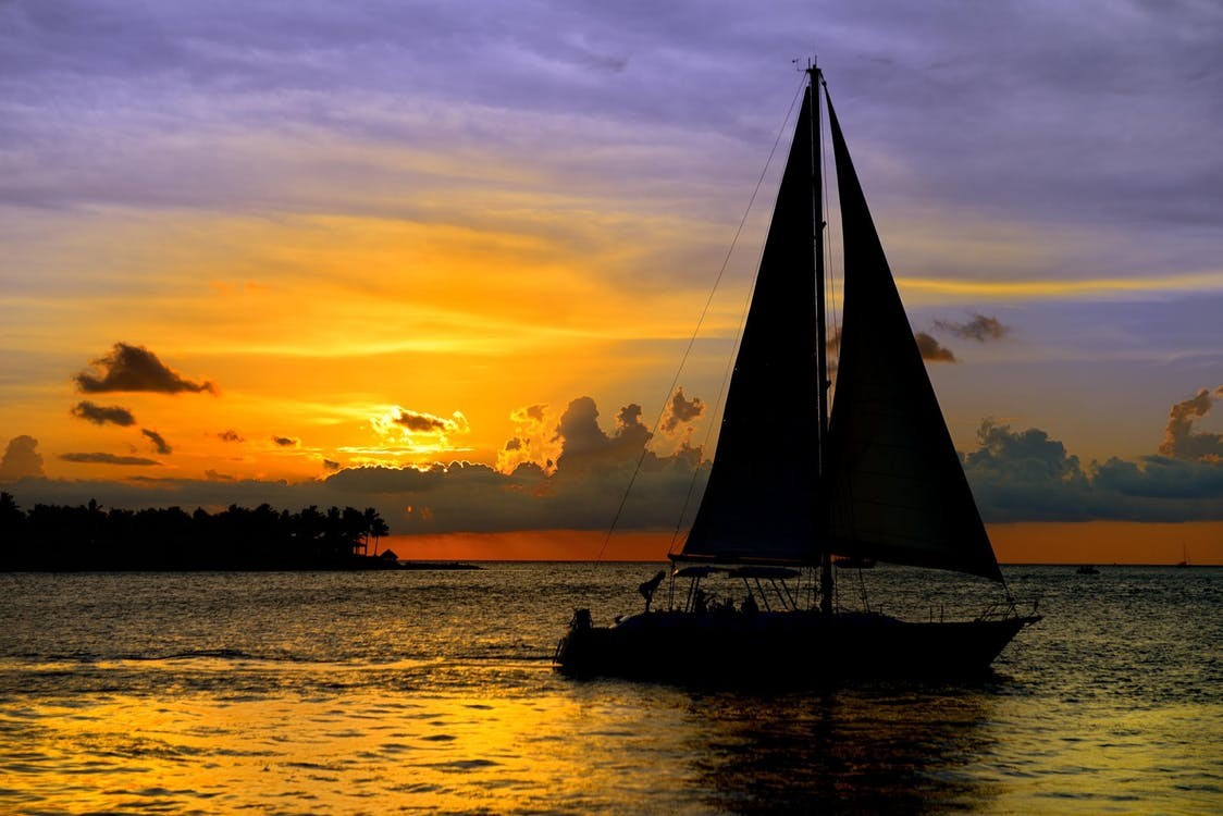 Living on a sailboat for a year Rooming on a yacht Pixabay image
