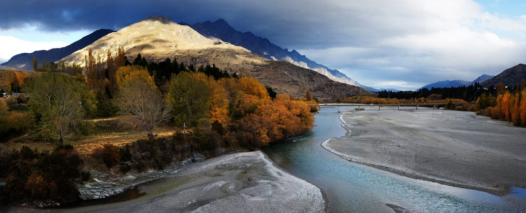 Guide to Southern Alps overland adventures in New Zealand flickr CC image of Shotover River in Otago by Bernard Spragg