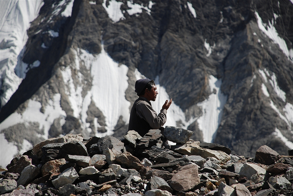K2 praying - best pakistan trekking holidays - Flickr cc image by Stefanos Nikologianis
