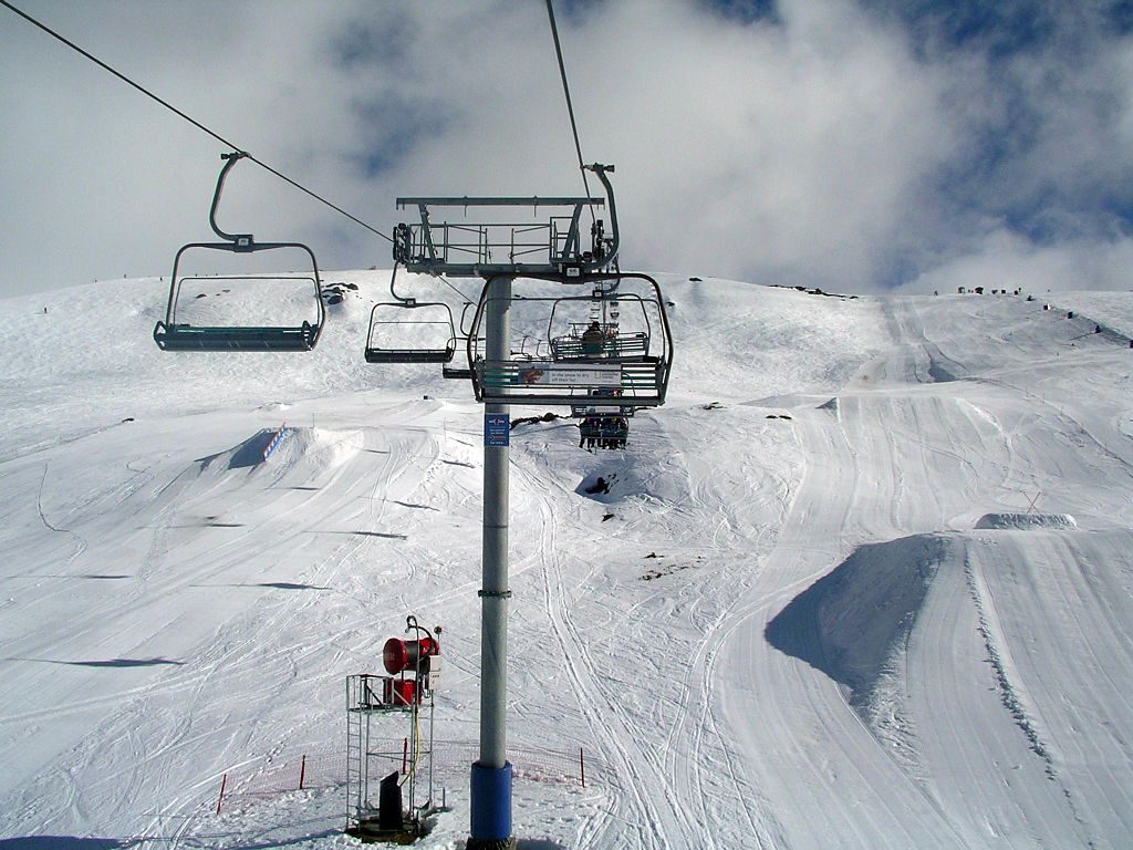 Where can I ski in summer? 10 countries with southern hemisphere skiing Image courtesy of  Wikimedia CC image of Falls Creek by Alex Cohen (GNU)