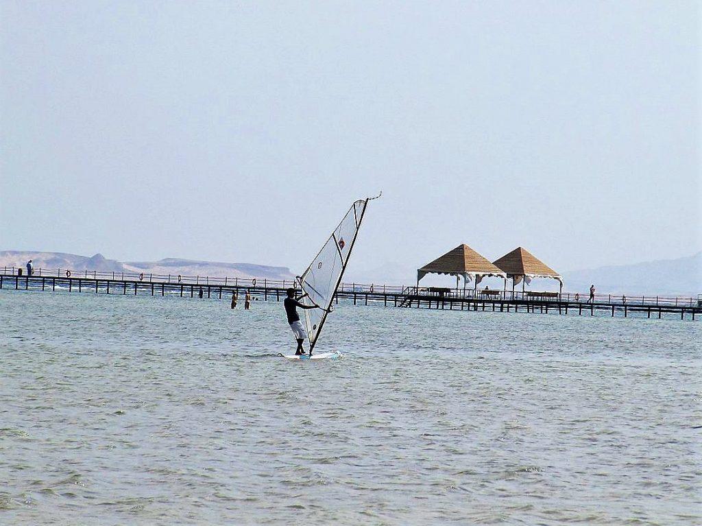 Sharm_El_Sheikh one of the best windsurf spots in Egypt - Egyptian windsurfing - wikimedia CC image by Vlad Shtelts (Stelz)