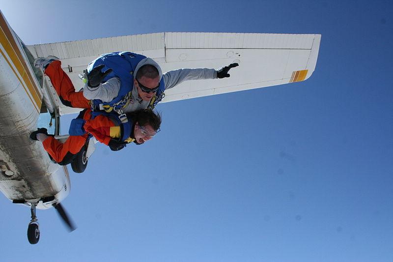 Paris skydive Wikimedia image by by Dregcla