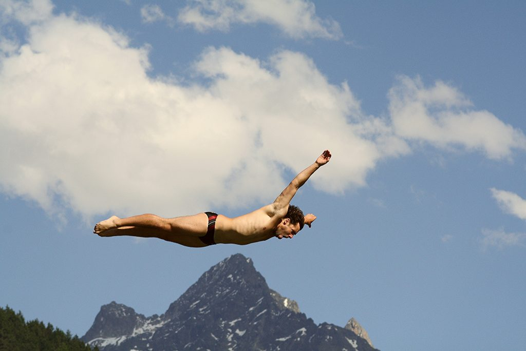 types of extreme sport - cliff diving - ccflickr image by Jimelovski Platano Macho