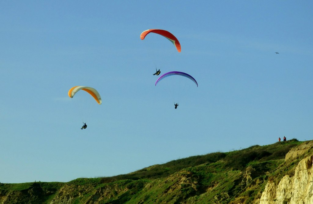 Paragliding in Newhaven one of the best launches in sussex © Copyright nick macneill geograph.org.uk and licensed for reuse under CC 2.0 licence