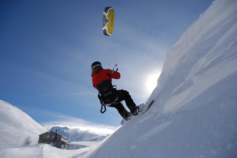 Guide to snowkiting in Switzerland image by Swiss Snowkiting School