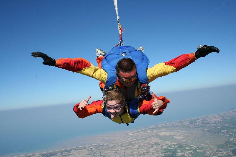 UK tandem skydive destinations Wikimedia image by Dregcla