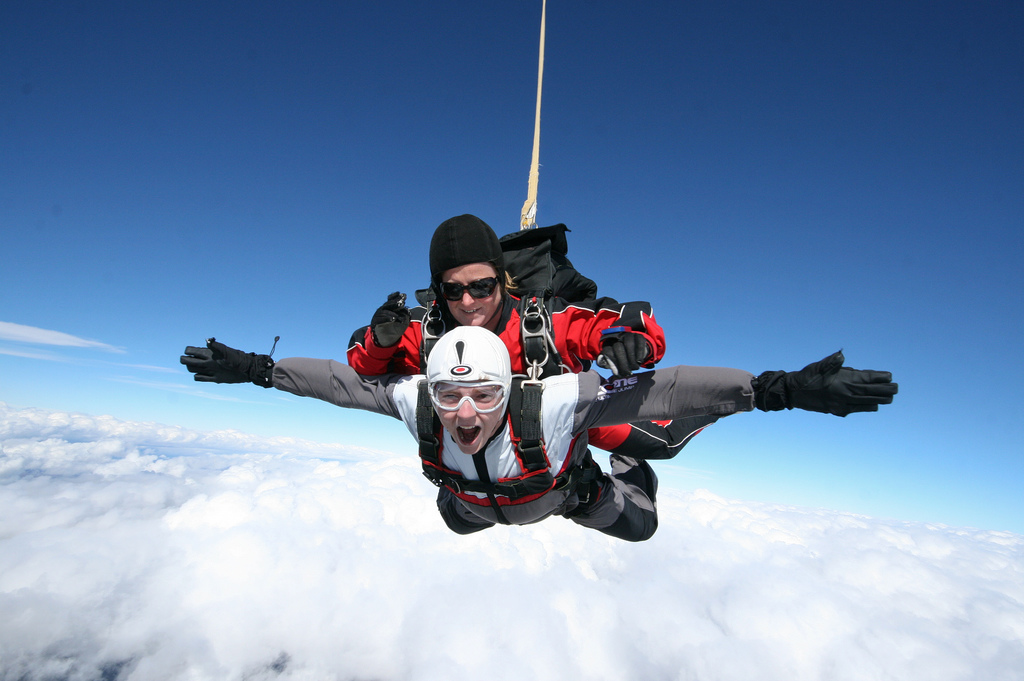 UK tandem skydive locations flickr image by Steve Montgomery