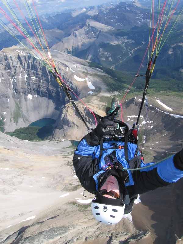 Guide to Banff paraglide holidays: Go Paragliding in Golden image courtesy of www.Parapentetandems.ca
