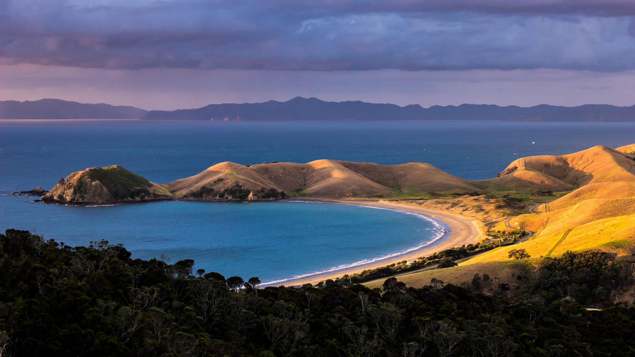 Guide to New Zealand trekking holidays: From Coromandel towards Great Barrier Island. flickr image by Alex Schwab