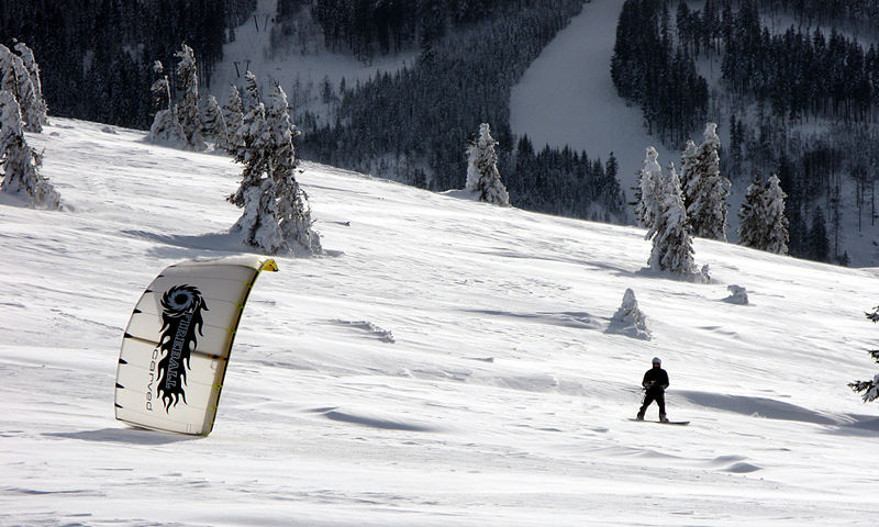 Top 5 ski resorts to snowkite in France Wikimedia image by Andreas Schwarzkopf