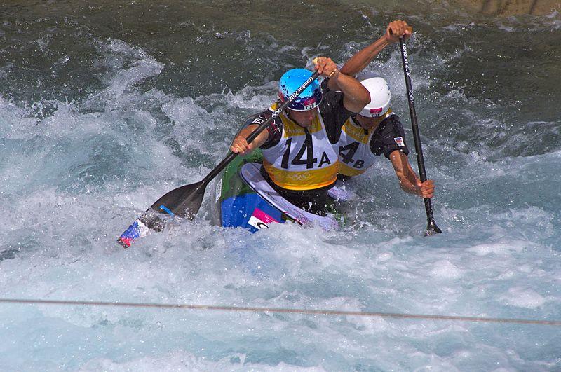 Canoe vs kayak Wikimedia image by David Merrett