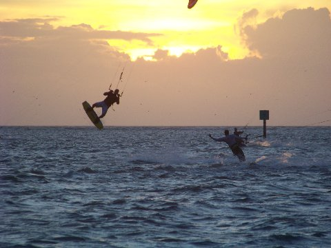 A guide to Mexico kitesurfing holidays in Gulf of Caribbean Flickr image by kthypryn