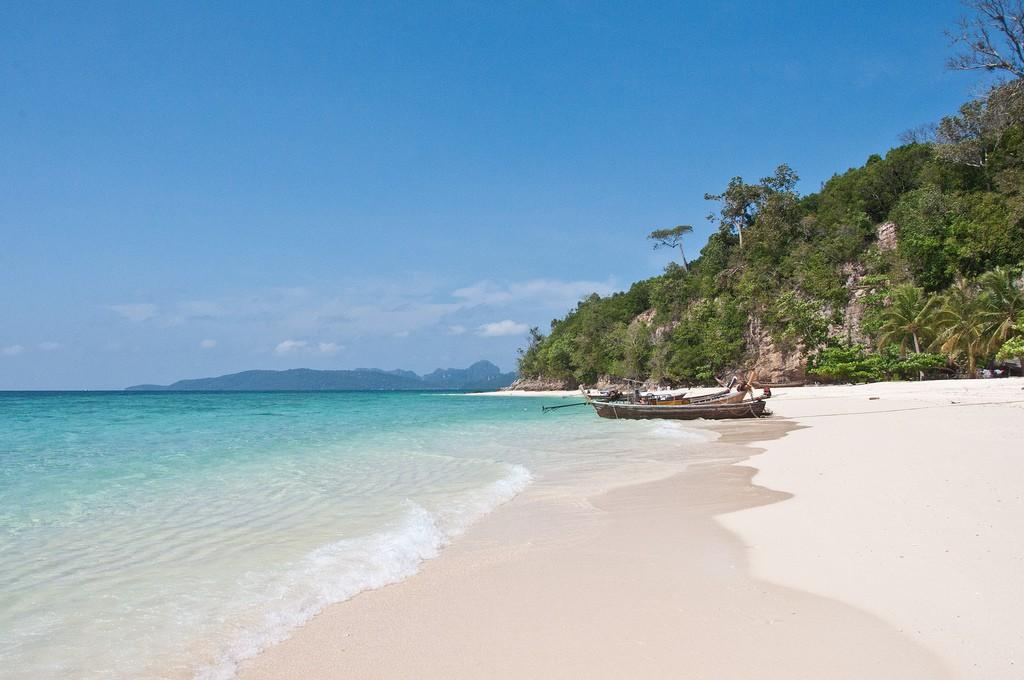 Cambodia beach Flickr image by Mark Fischer