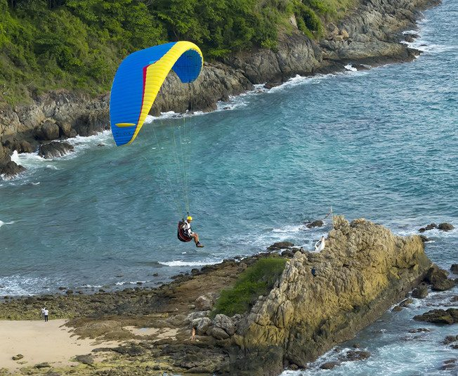 Guide to phuket paraglide holidays in Thailand paragliding in paradise Flickr CC image by forum.linvoyage.com