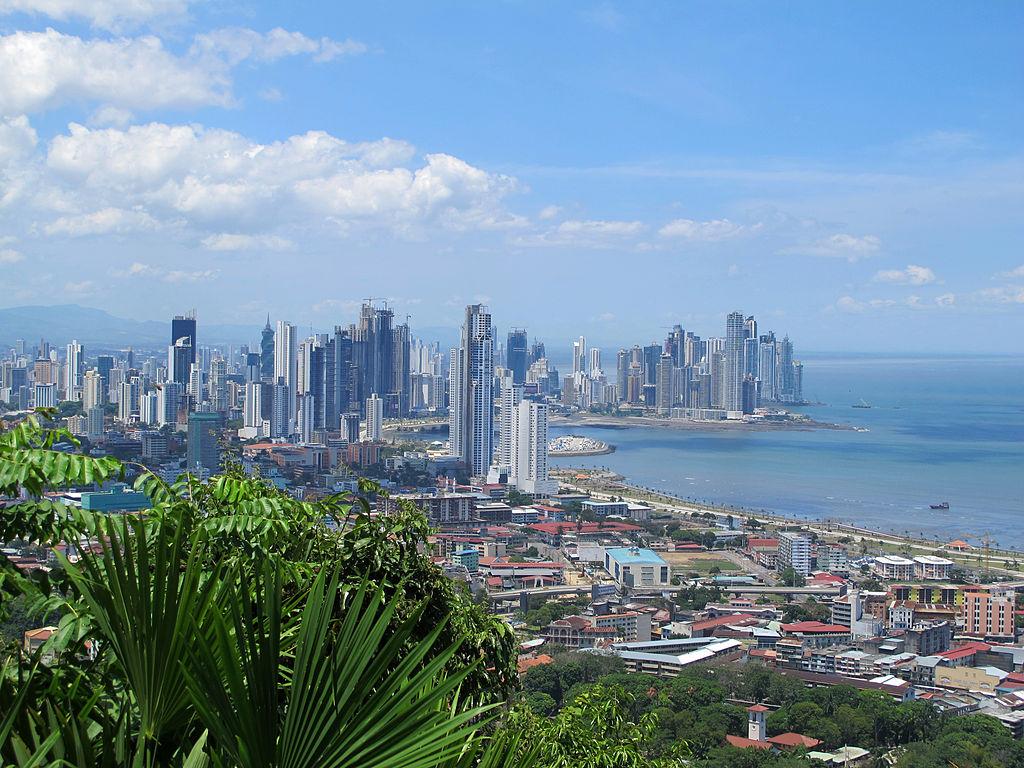Panama Paragliding Wikimedia Commons image by Haakon S. Krohn