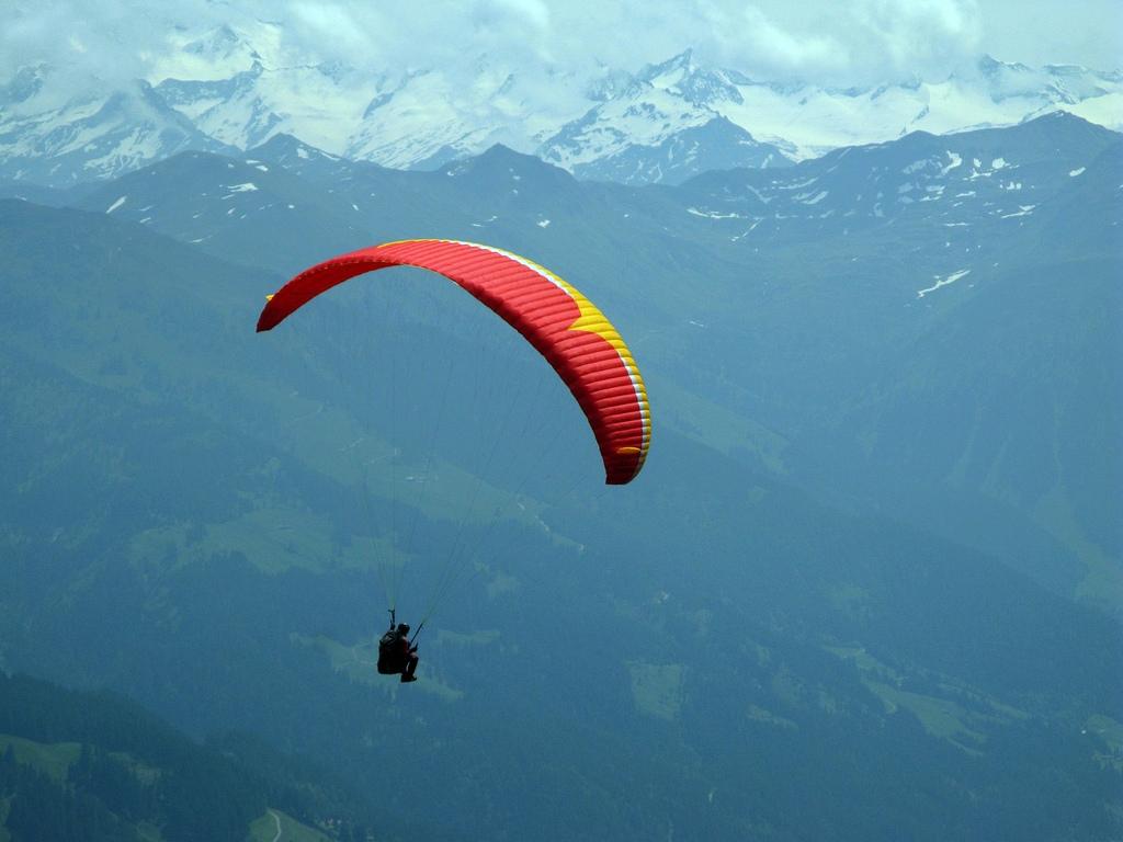 Vienna Paragliding Flickr image by Leo-setä