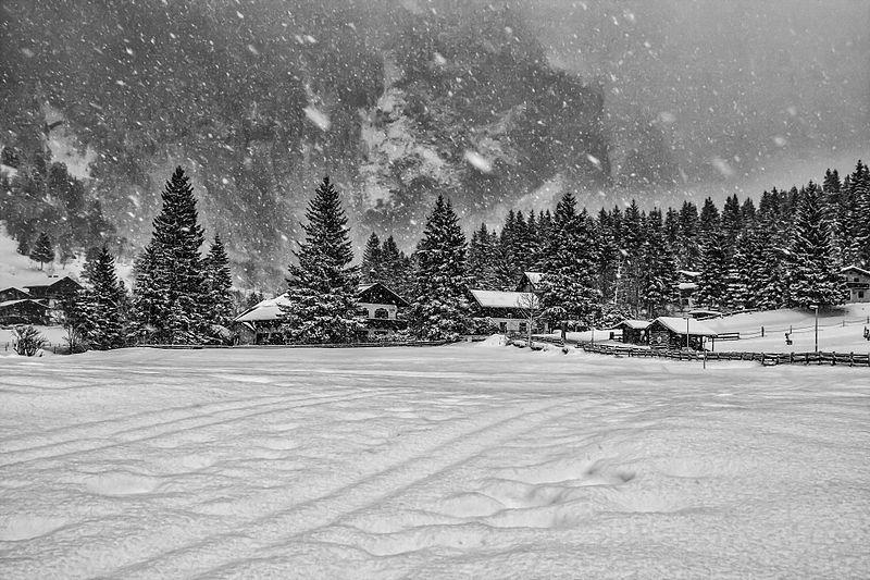 best ski news 2014 week 1 snow wikicommons image by Valerii Tkachenko