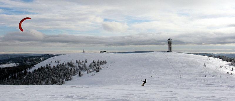Best snowkiting holidays Wikimedia image by Andreas Schwarzkopf