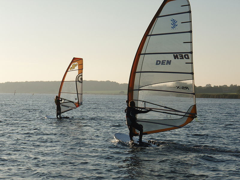 Cheap windsurfing holidays Wikimedia image by Havregryn