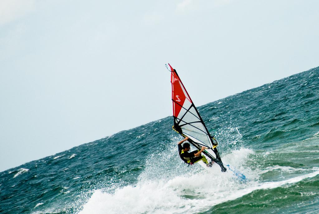 Lisboa Windsurfing Flickr image by Henrik Moltke