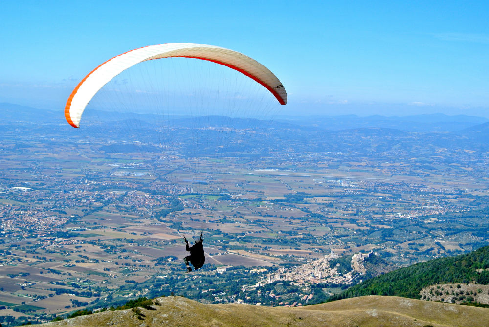 Central Italy paragliding holidays by Flytaly
