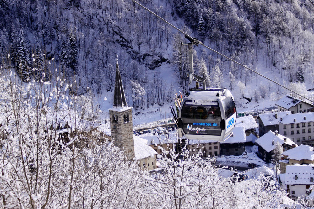 Review of Alagna skiing Gondola out of Alagna
