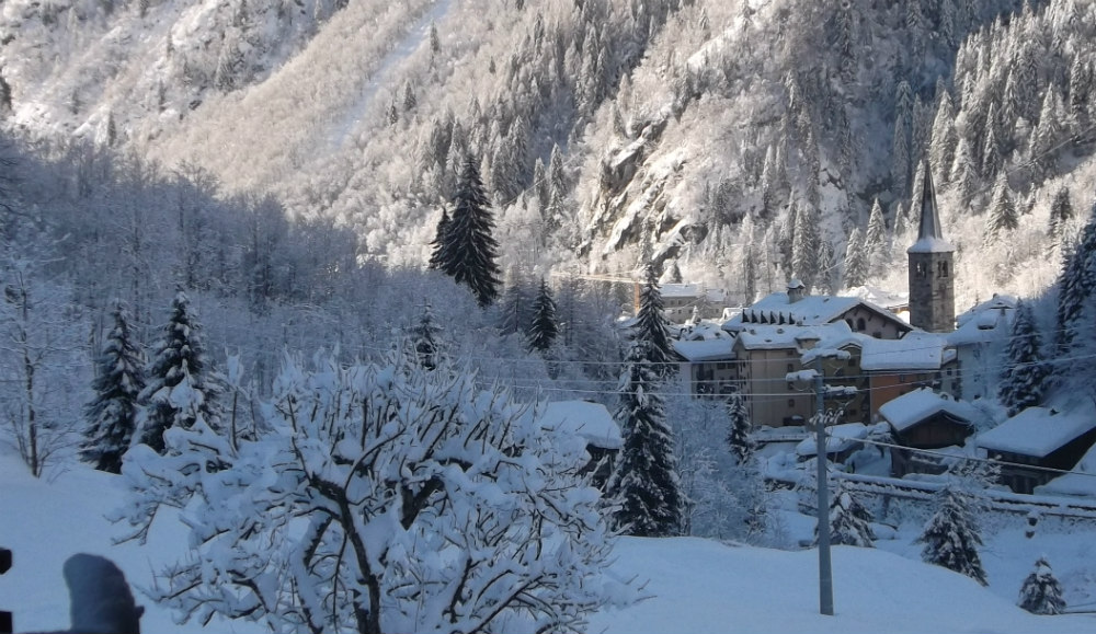 Review of Alagna skiing a pretty town