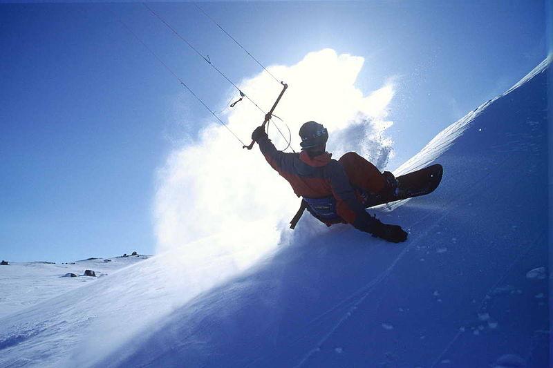 Chamonix snowkiting guide Wikimedia image by Warweck
