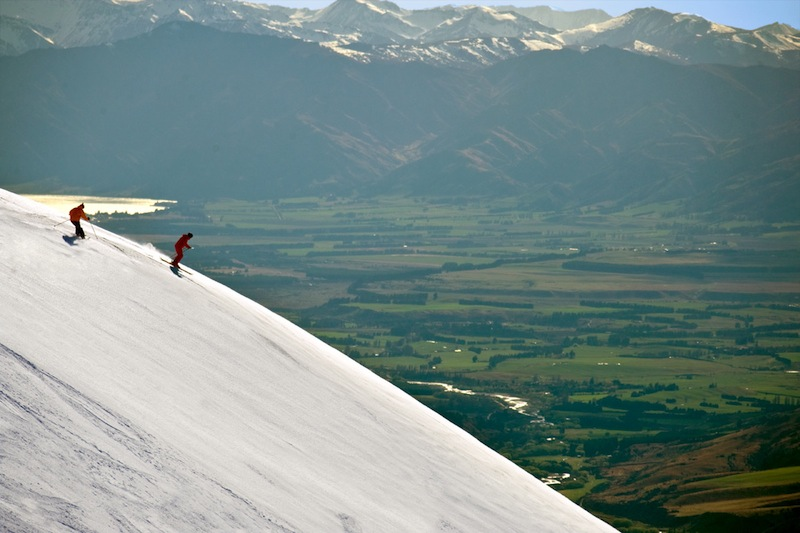 Guide to Wanaka skiing holidays: New Zealand's best ski town? Skiing Cardrona with NZ Snow Tours