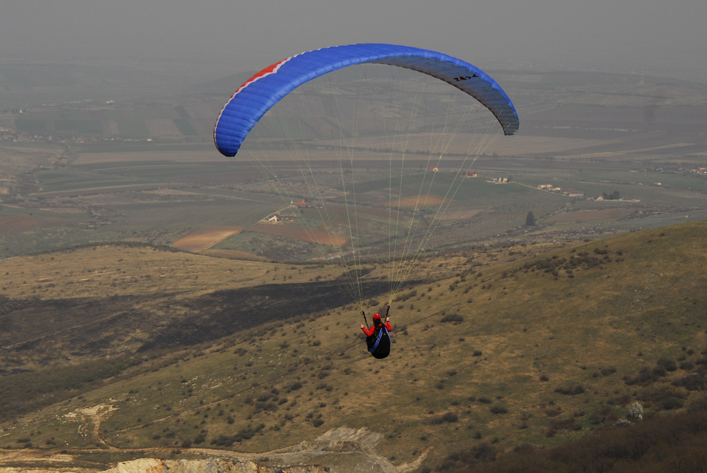 Beginner paragliding lessons flickr image by TheNoizz