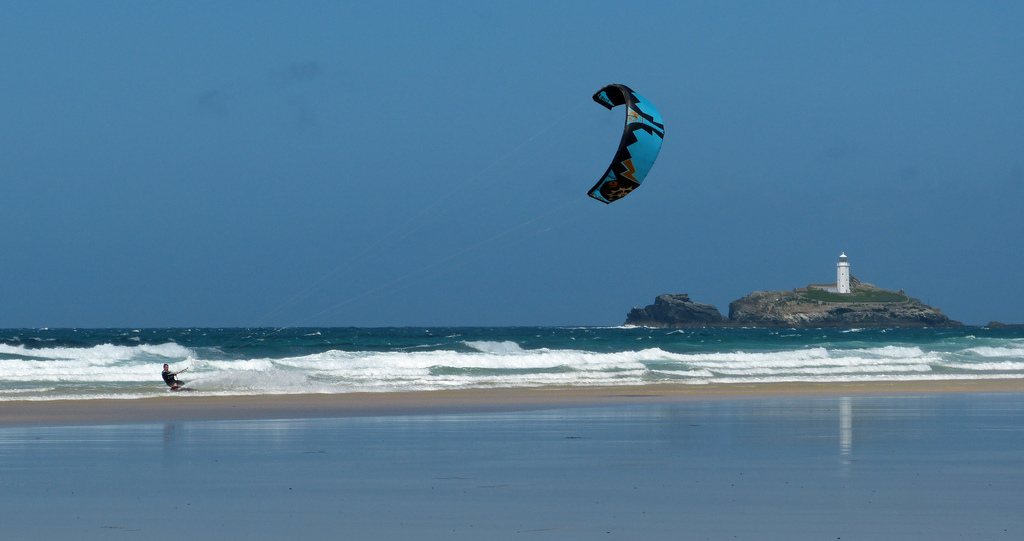 Best Cornwall kite beaches Gwithians flickr image by ARG_flickr