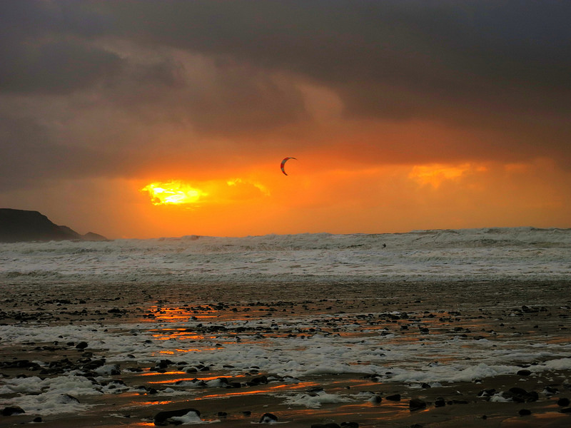 Best Cornwall kite beaches Watergate Bay flickr image by Paul Walter