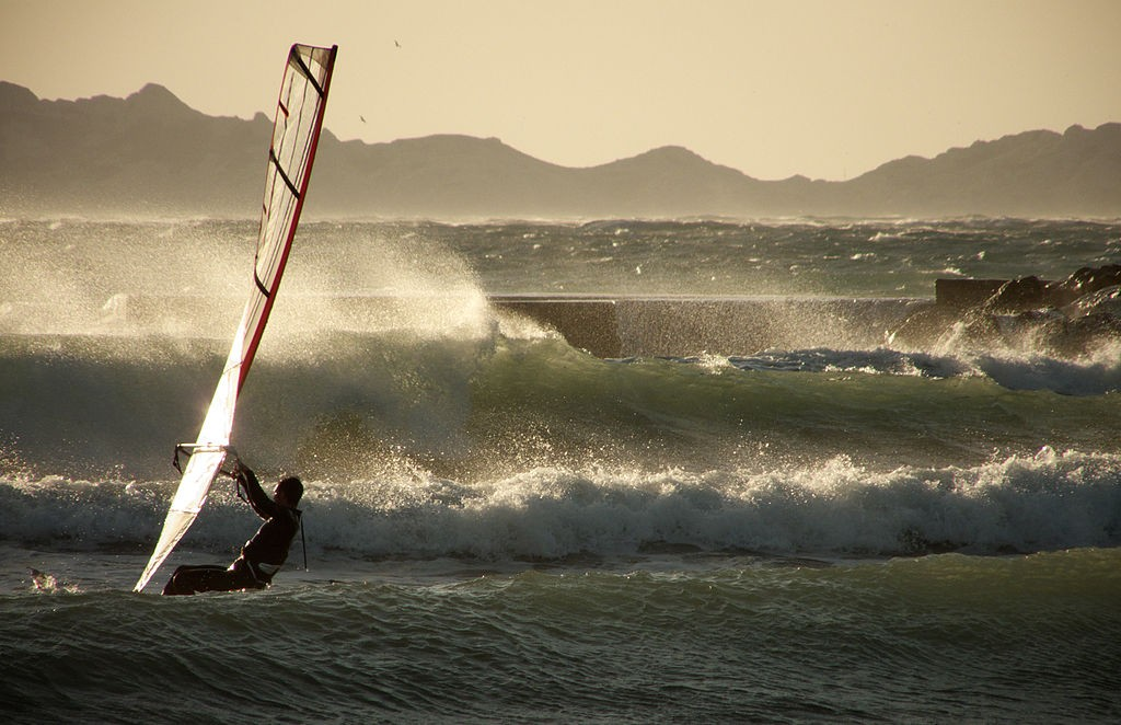 Canary Islands windsurfing holidays Wikimedia image by M istral gagnant