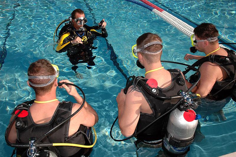 Cheap PADI Open Water wikimedia image by US Navy Greg Mitchell