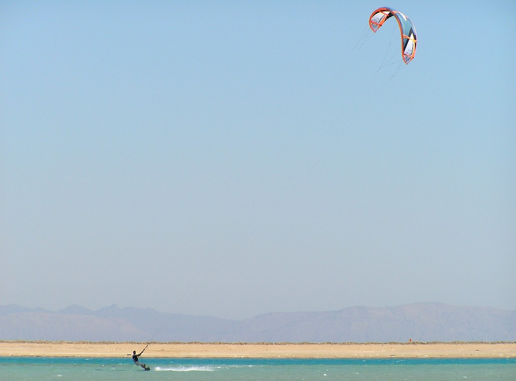 Dahab kitesurfing holidays. Flickr image by andy nunn