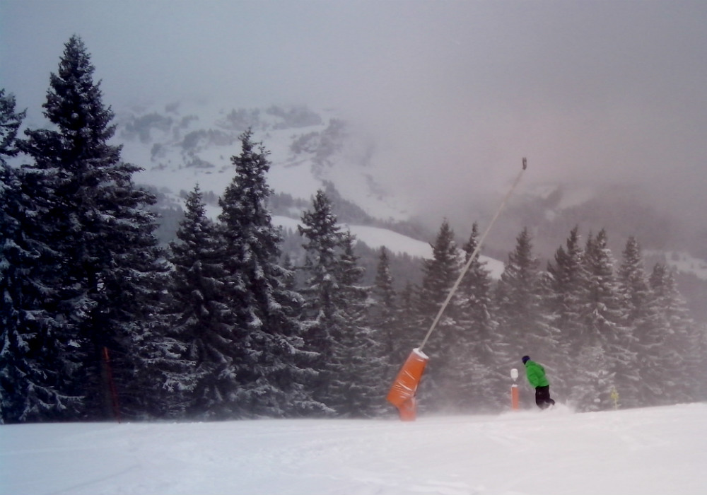 Short Megeve snowboard holiday: Snowboarding weekend in France