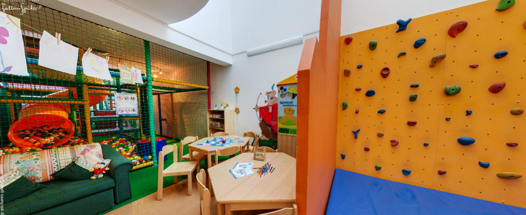 Childcare at Ballunspitze Kinderhotel in Galtur