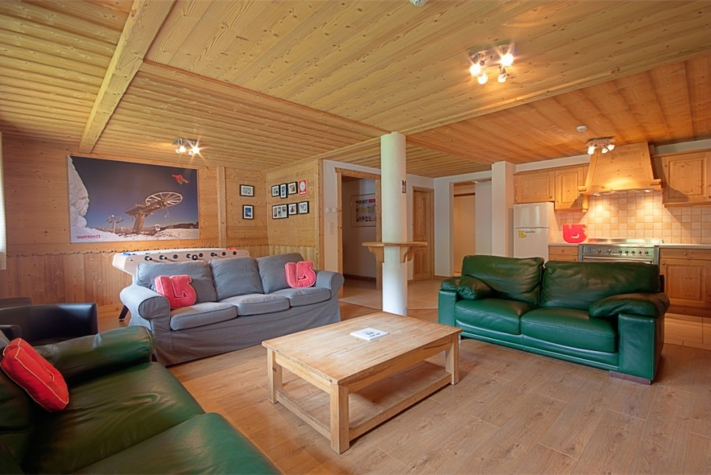 Review of Rude Chalets Morzine snowboarding holiday at Chalet Joseph bathroom