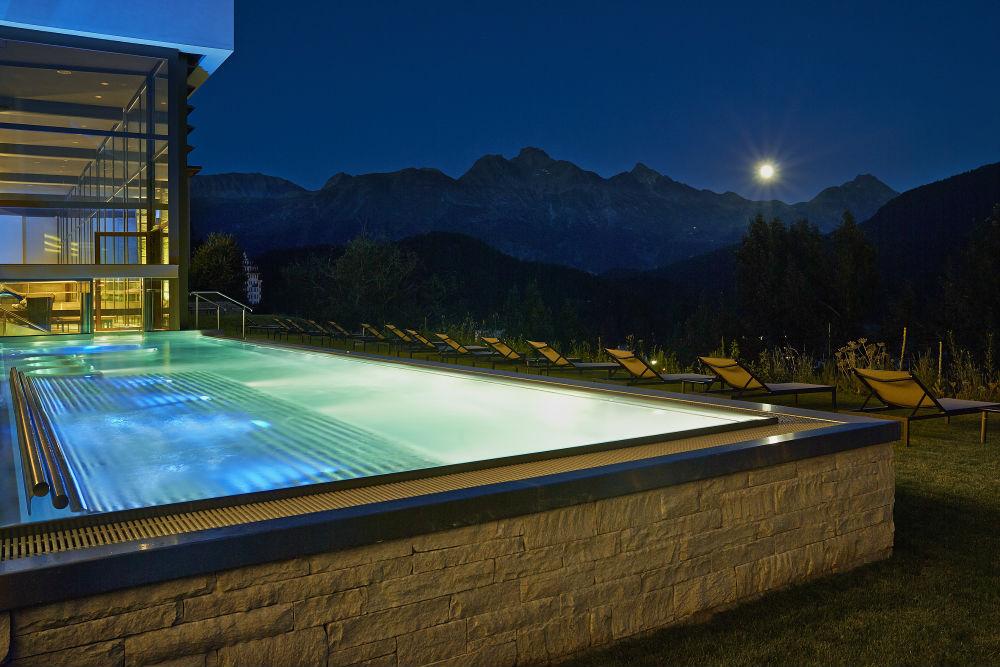 Kulm Spa St Moritz - outdoor pool at night